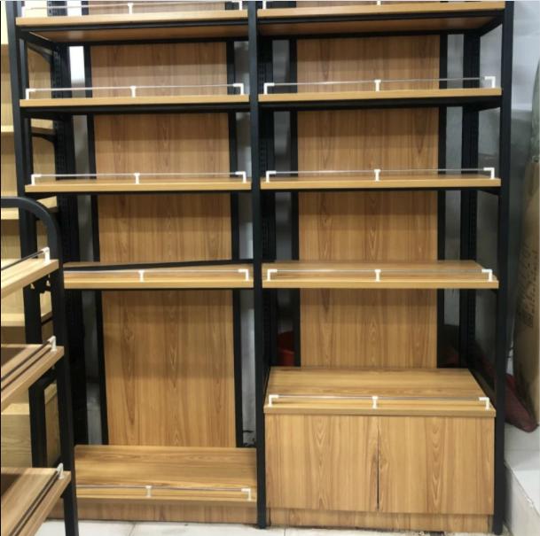 Kệ để hàng tạp hóa bằng gỗ với mẫu mã đẹp nhưng đắt