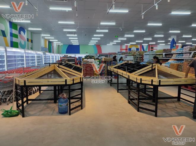 Vinatech lắp đặt trang thiết bị và giá kệ cho siêu thị hoàn thiện