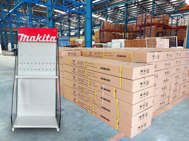 Vinatech sản xuất kệ quảng cáo chất lượng cao cho Makita