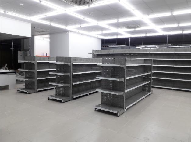 Lắp đặt hoàn thiện kệ siêu thị cho khách hàng