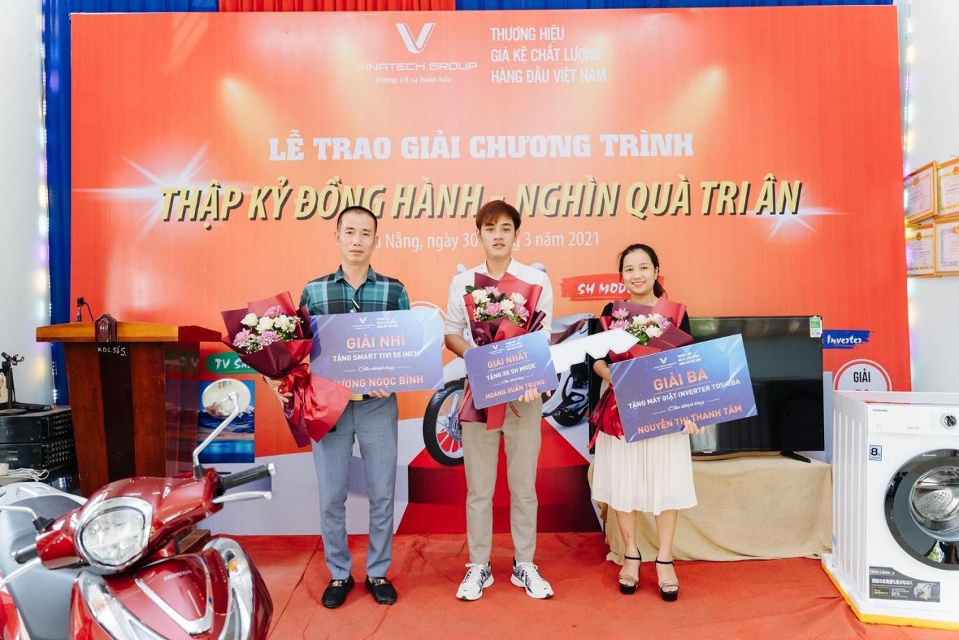 3 khách hàng may mắn nhận giải thưởng của chương trình